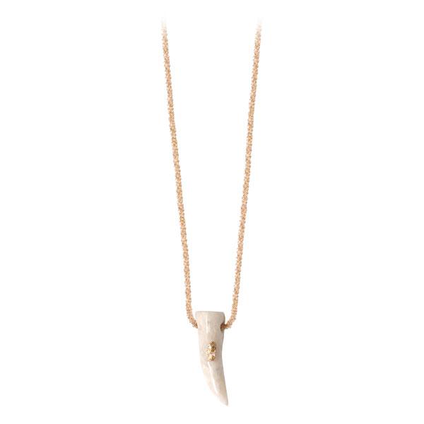 collier femme avec pendentif corne