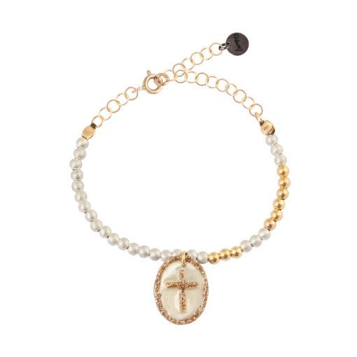 bracelet femme perles et médaille croix